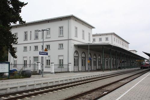 Empfangsgebäude des deutsch-österreichischen Grenzbahnhofs Simbach (Inn)