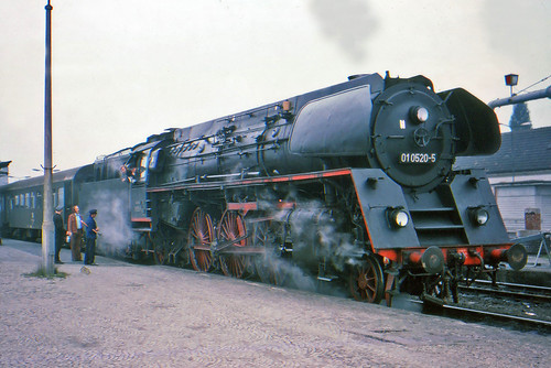 rail railway railroad transport train transportation trainspotting steam locomotive engine europe dr gdr eastgermany deutschereichsbahn 462 015 saafeld oilburner oilfired