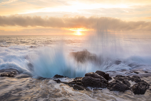 Explosive Waves at Thor's Well