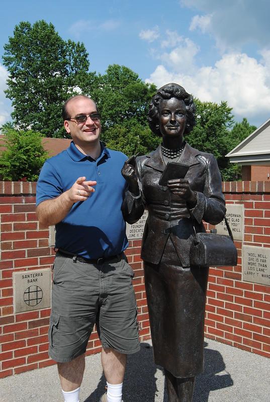 Noel Neil - Lois Lane Statue, Metropolis, IL