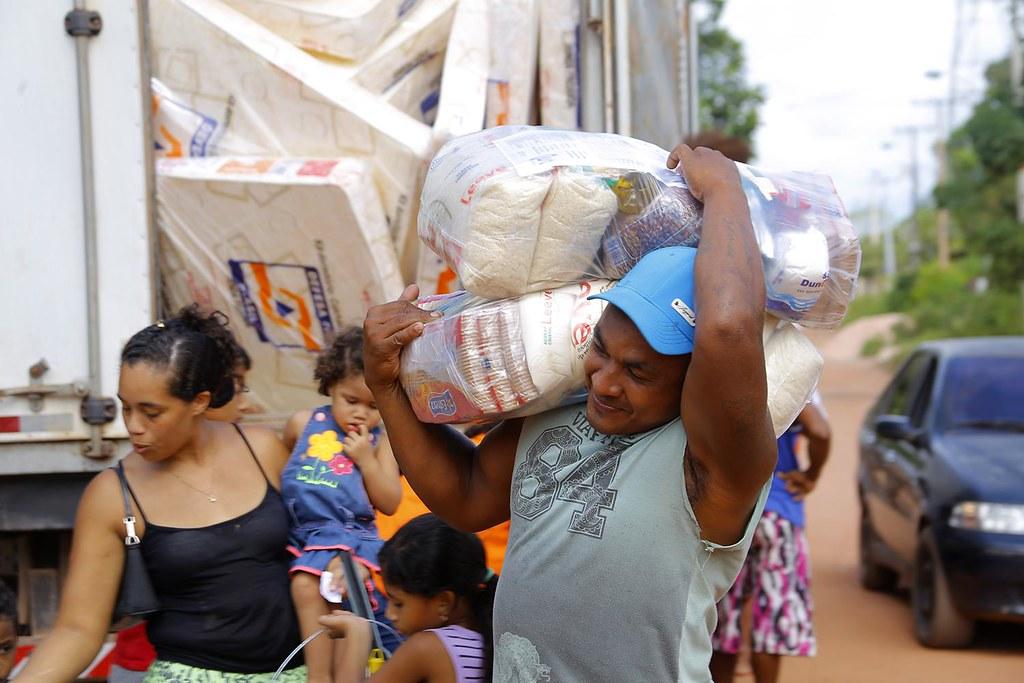 Prefeitura conclui entrega de kits para famílias atingidas por inundações, entrega kits humanitários - foto Júnior Albuquerque (3)