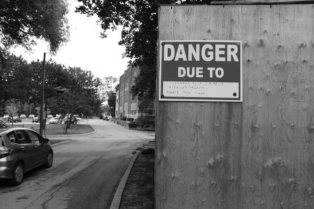 DANGER!, Canon EOS KISS X5, Sigma 17-70mm f/2.8-4.5 DC Macro