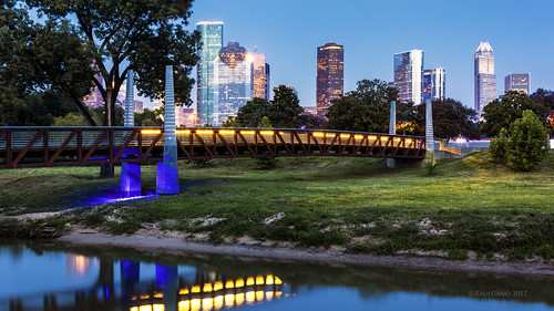 bridge city cityscape downtown dslr dthtx downtownhouston citylights skyline sunset skyscrapers skyscraper sky dusk bluehour canon80d 80d landscape tree park nature carruth carruthpedestrianbridge buffalobayou raulcano texas tx memorial policeofficersmemorial