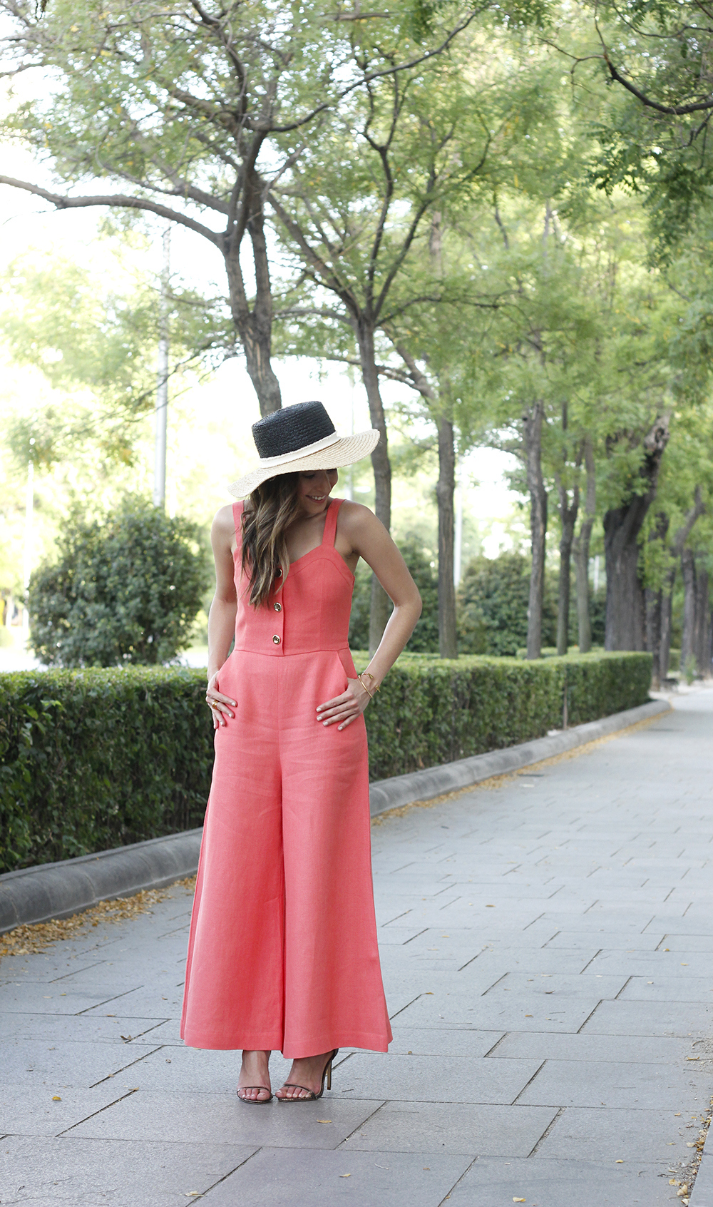 coral jumper uterqüe bronze heels accessories earrings summer outfit05