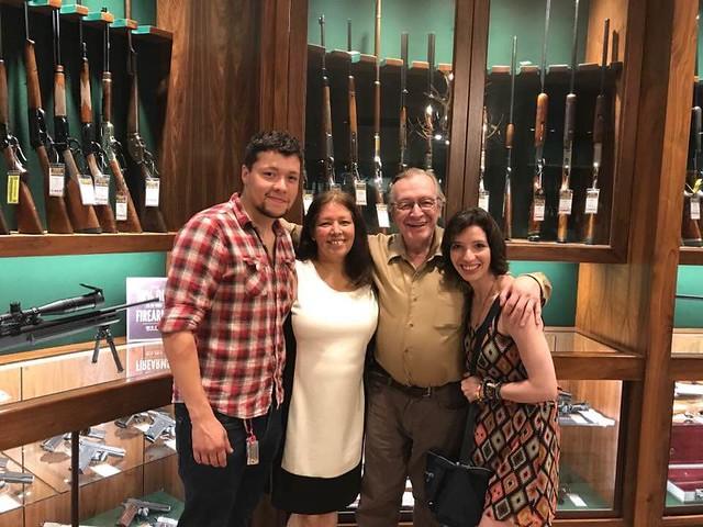 Olavo e família - Foto: atendente da loja