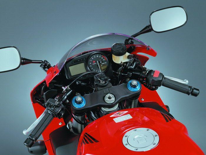 Honda CBR 900 RR FIREBLADE 2003 - 28