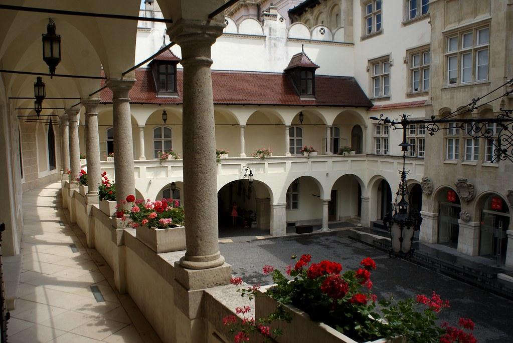 Musée d'histoire de la ville à Bratislava dans la cour de l'ancien Hôtel de Ville.