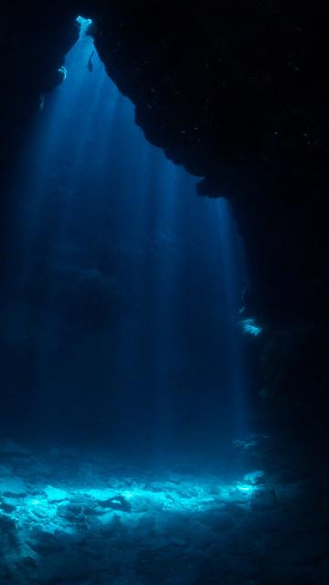 洞窟の光も神々しい♪