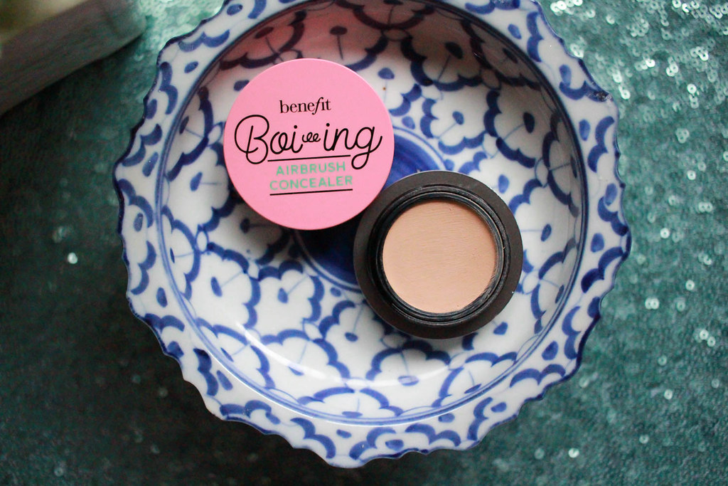 Benefit Boiing airbrush concealor2