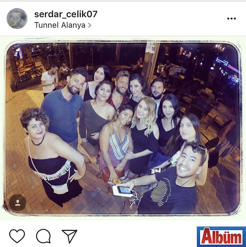 Gold City Otel'in Basın Danışmanı Serdar Çelik, dostlarıyla birlikte Alanya'ya konser için gelen Selim Güngören ile öz çekim yaptı.