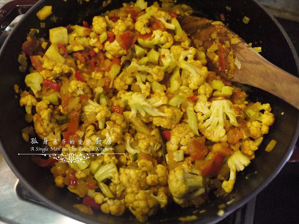 孤身廚房-Staub媽咪鍋煮超滿的印度蔬食花椰菜咖哩23