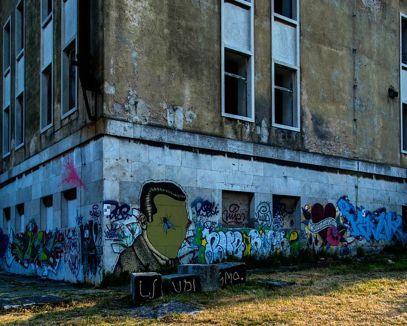 Graffity fine art. #graffitiporn #graffiti #graffitiart #graffity #graffitis #lostplace #abandonedplaces #lostplaces #rottenplaces #verlasseneorte #lostbuildings #rottenbuildings #forgottenplaces #abandoned_adiction #derelict  #Streetphotography #str