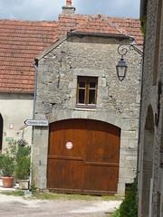 Place de l'Ancien Couvent, Flavigny-sur-Ozerain - Castafours ancienc convent des Ursulines - garage door