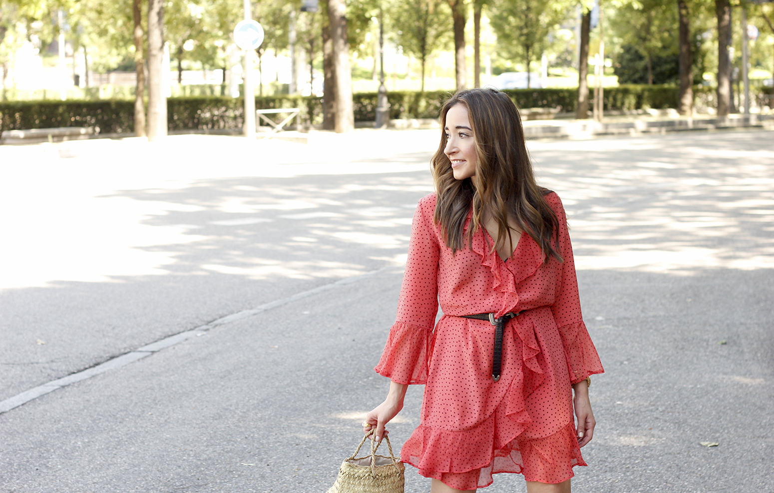 coral dress with dots and frills uterqüe black heels summer outfit style fashion10