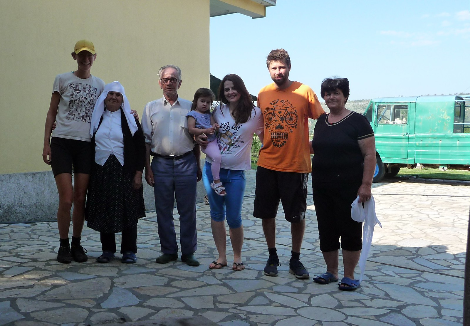 #22: A long blogpost about the many people (and a few dogs) we met in Albania and Macedonia