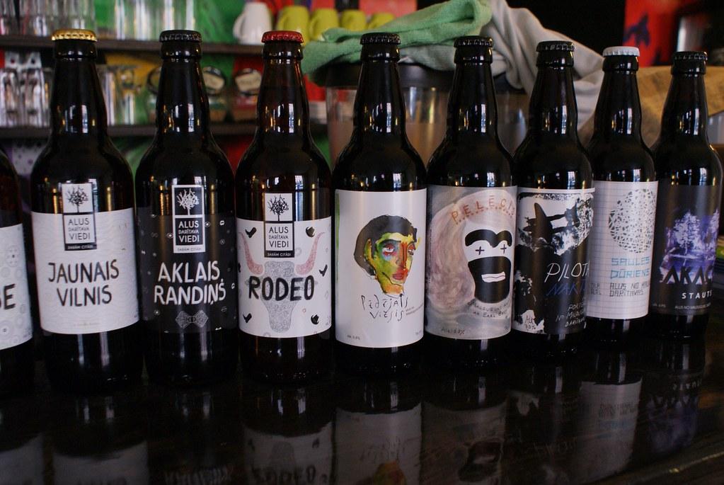 Bières artisanales dans un des bars de la rue Miera à Riga.