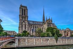 Églises et Cathédrales.