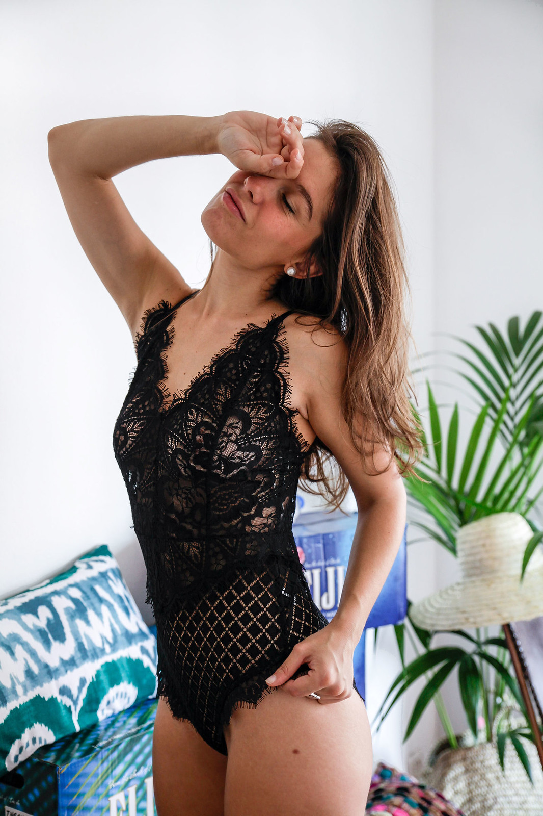 08_danity_paris_sexy_body_influencer_barcelona_theguestgirl_laura_santolaria_aloha_home_black_lace_sexy_post
