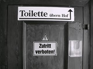 Toilette übern Hof