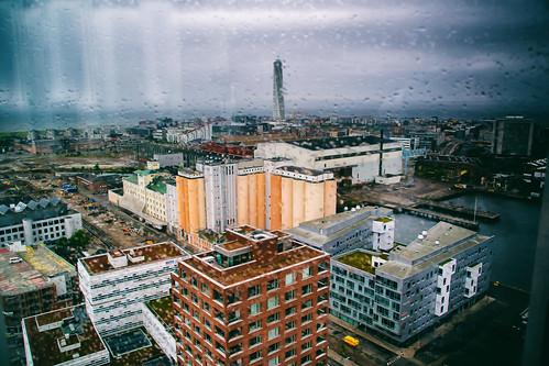 view city vattendroppar restaurant buildings malmö malmölive nature cityview utsikt sweden outdoor raindrops turningtorso droplets architecture skånelän sverige se