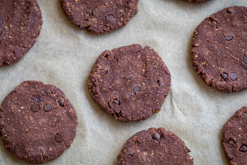 Chocolate Sweet Potato Almond Pulp Cookies {oil- gluten- & refined-sugar free} sweetsimplevegan.com #almondpulp #cookies #almondcookies #vegan #glutenfree