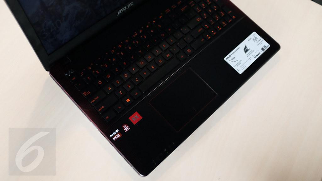 Tampilan keyboard dan touchpad. Asus X550IU. Liputan6.com/Iskandar
