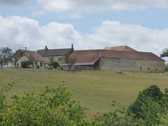Jard sous la ville, Flavigny-sur-Ozerain - distant farm buildings