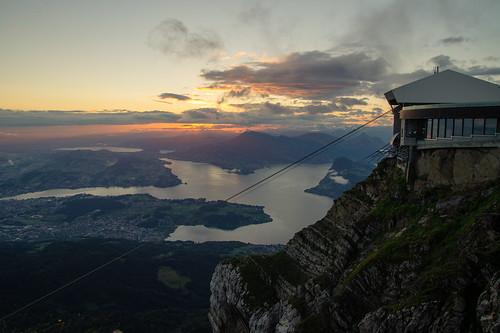 pilatus mount switzerland schweiz sonnenaufgang nacht lake lucerne vierwaldstättersee sunrise