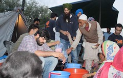 Sikh group Khalsa Aid organises Iftar and blankets for fire victims in Srinagar