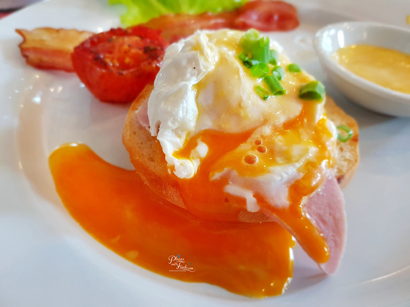 the heritage suites egg benedict
