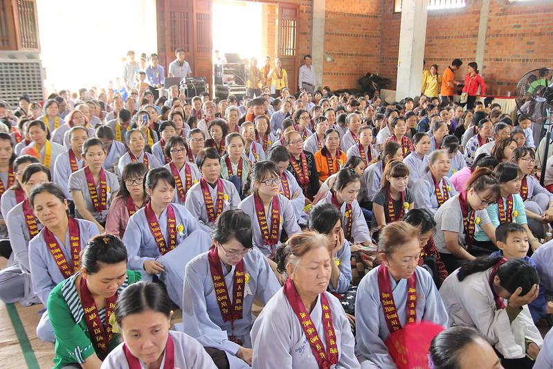 Quý Phật tử nghe pháp