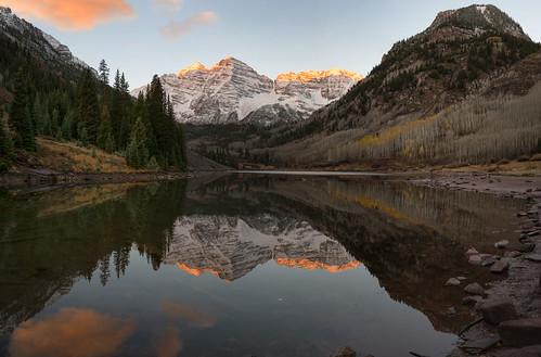 maroonbells maroonlake rockymountains aspen snowmass fallfoliage autumn colorado reflections alpinelake sunrise