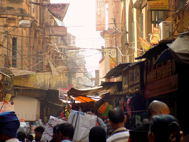 Hustle & Bustle Market of Armenian Street ,Kolkata ..& While The Old Age British Era Buildings Add Beauty To The Place