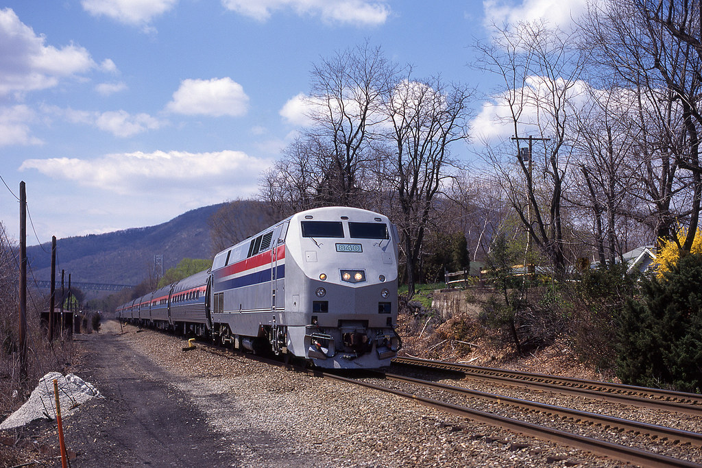 9aed37af7b31 P40 840 leads the 10.35 New York - Schenectady at Manitou   Flickr