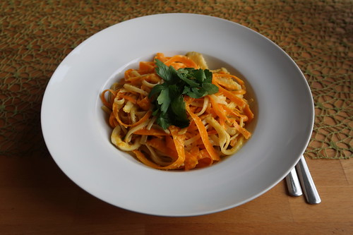 Pasta in Orangensauce mit Fenchel und Möhren (mein 1. Teller)