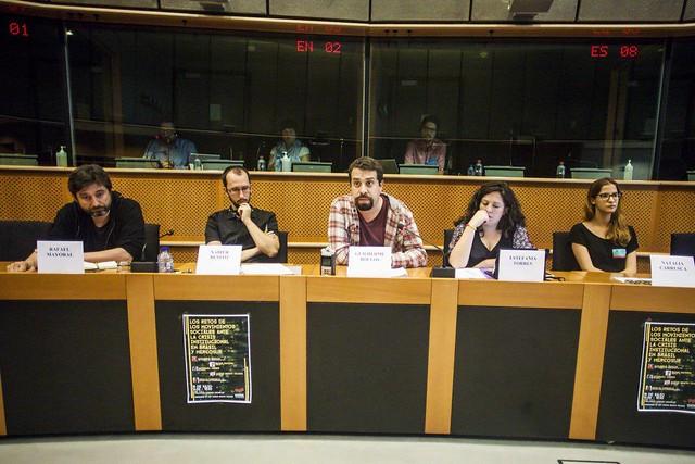 Guilherme Boulos (centro), coordenador da frente Povo Sem Medo, e eurodeputados do partido espanhol Podemos - Créditos: Mídia Ninja
