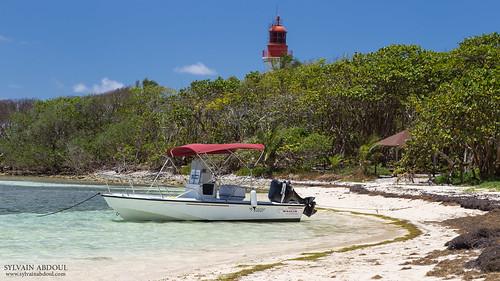 bateaux bleu canonef24105mmf4lisusm canoneos6d ciel flickr forêt guadeloupe2017 iletdugosier nuage phare plage