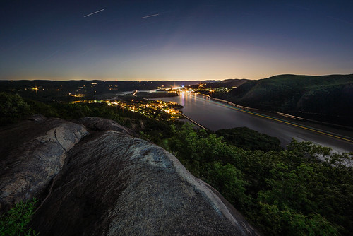 lightpainting mounttaurus hudsonhighlands hudsonhighlandsstatepark nightsky nightphotography lights hudsonriver coldspringny bullhill hudsonvalley