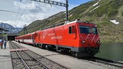 MGB HGe 4/4 II 3 'Dom' mit einem Regio nach Andermatt an der Station Oberalppass 2033m