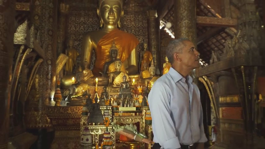 Presiden A.S.Barack Obama di dalam bangunan Uposatha di Vihara Xieng Thong (Wat Xieng Thong), Luang Prabang, Laos, 7 September 2016.