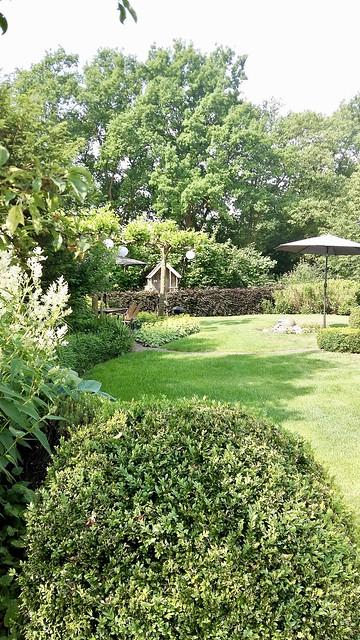Zijkant tuin landelijke stijl