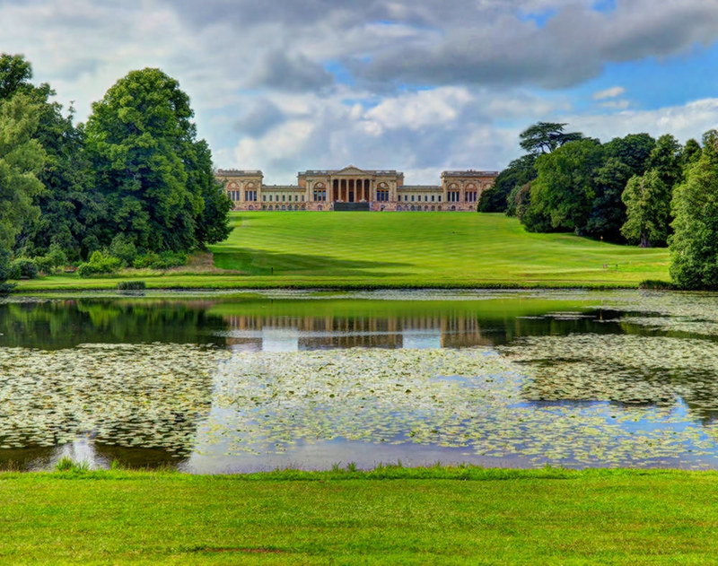 Stowe House and Lake, Buckinghamshire. Credit Baz Richardson, flickr