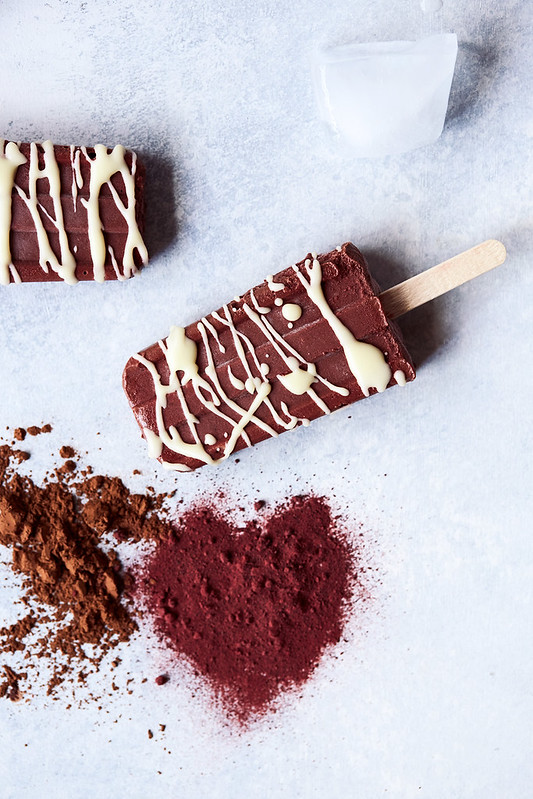 Red Velvet Pudding Pops with White Chocolate Drizzle {dairy-free, paleo, vegan}