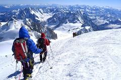 Montblanc, 4810 m, Besteigung mit Bergführer. Abstieg vom Gipfel. Foto: Günther Härter.