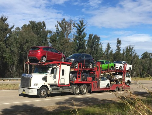 FREIGHTLINER Car Transporter, Wallaroo Forest Rest Area on Pacific Highway.