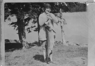 Woman posing with a fish caught at Lake Temagami, Ontario / Femme posant avec un poisson pêché au lac Temagami (Ontario)
