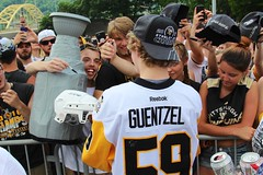 Pittsburgh Penguin player: Guentzel signs