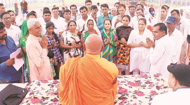 Kaum Dalit beralih keyakinan memeluk Agama Buddha di Kalol, Gandhinagar, Gujarat, India.