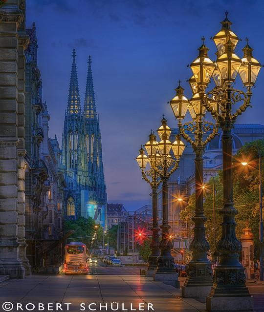 Vienna : wonderful candelabras, Sony ILCE-7RM2, Canon EF 70-200mm f/4L IS