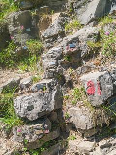 Markierungen von Geologen an Sedimenten der Perm-Trias-Grenze vor 252 Millionen Jahren